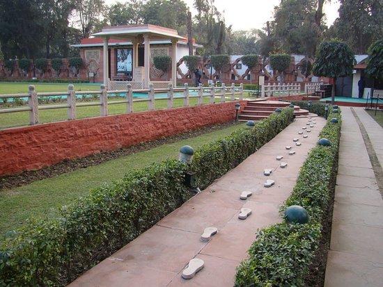 Foot Steps Of Mahatma Gandhi and Mother Teressa