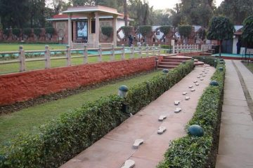 Foot Steps Of Mahatma Gandhi and Mother Teressa